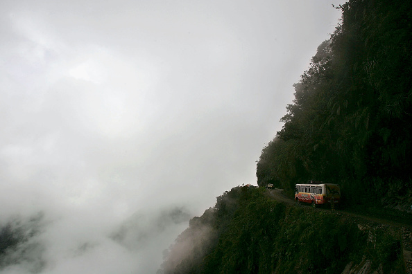 Danger「The World's Most Dangerous Road」:写真・画像(1)[壁紙.com]
