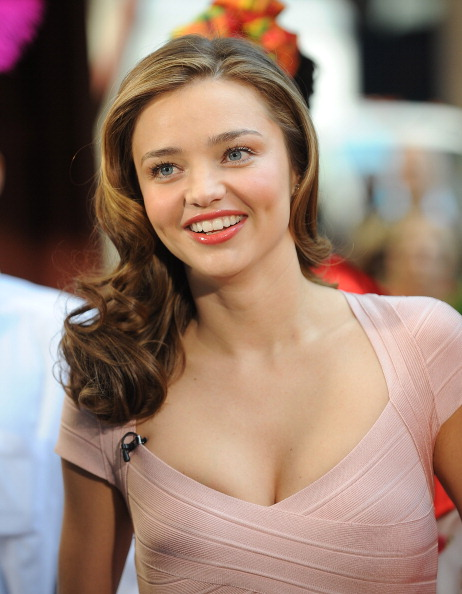 Miranda Kerr「Miranda Kerr Visits 'Fox & Friends'」:写真・画像(4)[壁紙.com]
