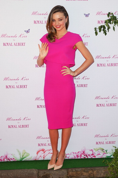 ミランダ・カー「Miranda Kerr Public Appearance At Royal Albert Pop-Up Store Sydney」:写真・画像(5)[壁紙.com]