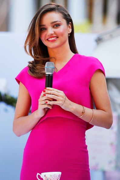 ミランダ・カー「Miranda Kerr Public Appearance At Royal Albert Pop-Up Store Sydney」:写真・画像(2)[壁紙.com]