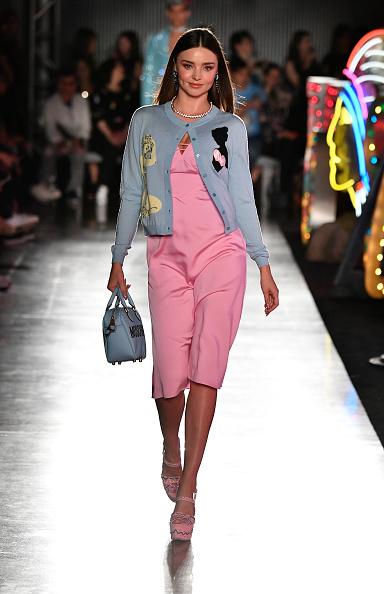 Miranda Kerr「Moschino Spring/Summer 18 Menswear And Women's Resort Collection - Runway」:写真・画像(16)[壁紙.com]