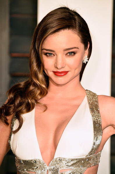 ミランダ・カー「2015 Vanity Fair Oscar Party Hosted By Graydon Carter - Arrivals」:写真・画像(16)[壁紙.com]