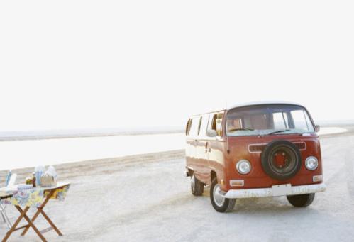 Picnic「Van parked on beach」:スマホ壁紙(16)