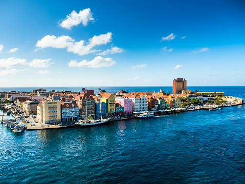 Central America「Curacao, Willemstad, Punda, colorful houses at waterfront promenade」:スマホ壁紙(12)