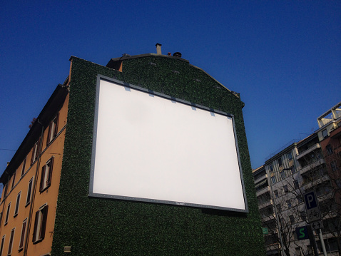 Lombardy「A blank board on a wall」:スマホ壁紙(10)