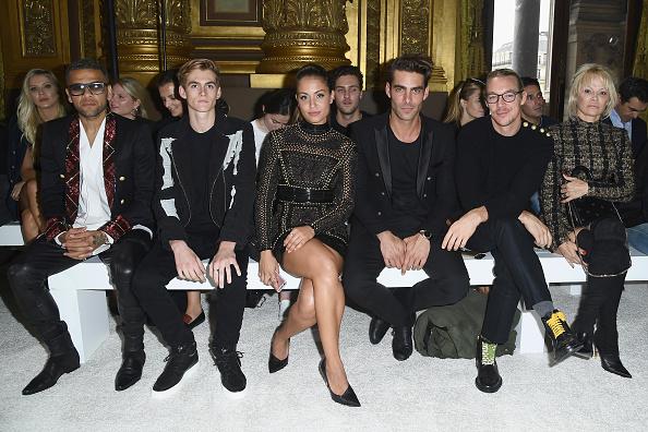 Dani Alves「Balmain : Arrivals - Paris Fashion Week Womenswear Spring/Summer 2018」:写真・画像(6)[壁紙.com]