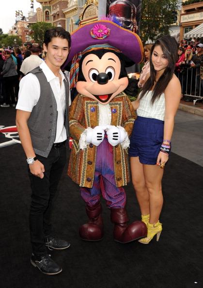 ミッキーマウス「Premiere Of Walt Disney Pictures' 'Pirates Of The Caribbean: On Stranger Tides' - Red Carpet」:写真・画像(2)[壁紙.com]