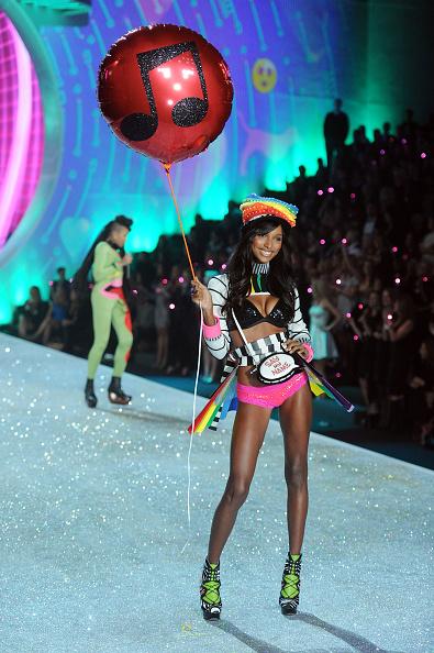 Purse「2013 Victoria's Secret Fashion Show - Show」:写真・画像(1)[壁紙.com]