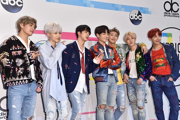 防弾少年団「2017 American Music Awards - Press Room」:写真・画像(10)[壁紙.com]