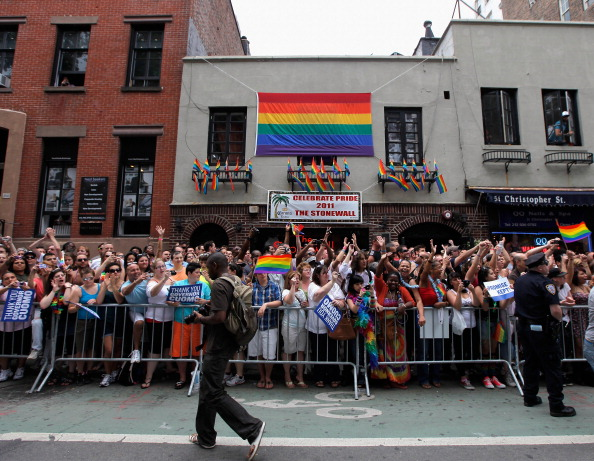 Moving Activity「New York's Gay Pride Parade Celebrates Passage Of Same-Sex Marriage Law」:写真・画像(10)[壁紙.com]