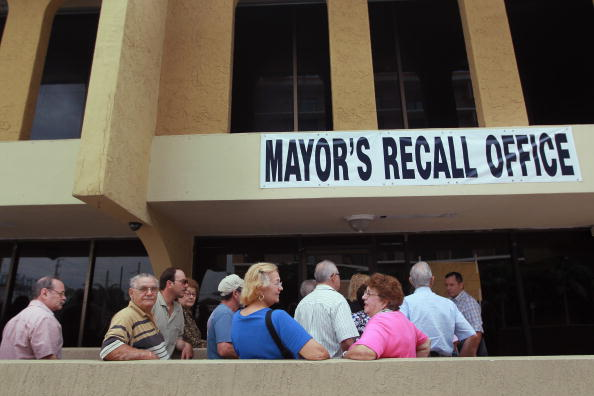 Carlos Alvarez「Recall Effort Against Miami Mayor Carlos Alvarez Continues」:写真・画像(1)[壁紙.com]