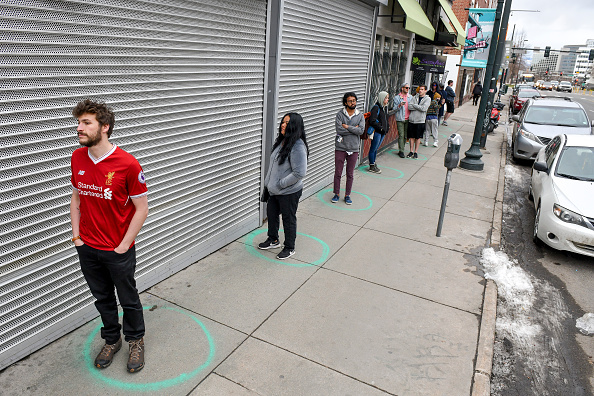 Six Feet「Long Lines Form For Goods As Denver Mayor Calls For Residents To Shelter In Place」:写真・画像(9)[壁紙.com]