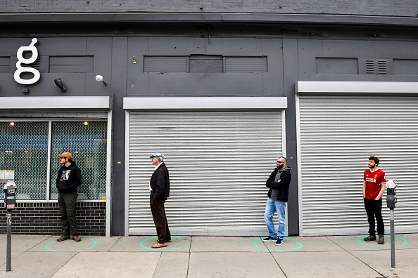 Six Feet「Long Lines Form For Goods As Denver Mayor Calls For Residents To Shelter In Place」:写真・画像(11)[壁紙.com]