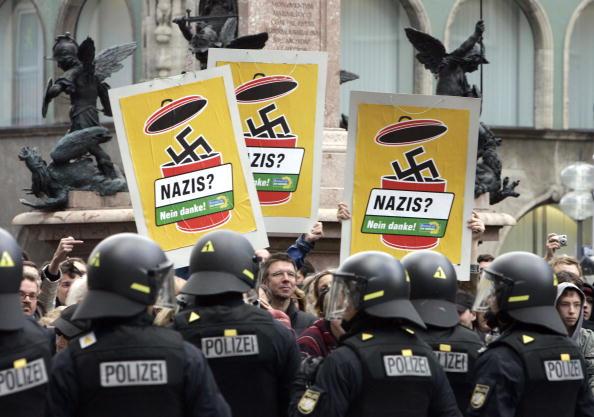 Bulletproof「Neo-Nazis Mark End Of World War II In Munich」:写真・画像(15)[壁紙.com]