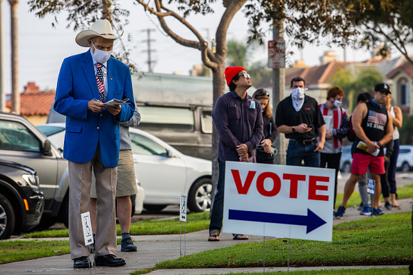 Waiting In Line「Across The U.S. Voters Flock To The Polls On Election Day」:写真・画像(7)[壁紙.com]