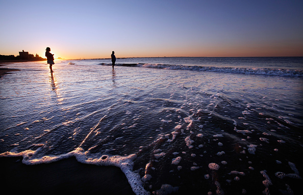 Dawn「Coney Island Wakes To Calm One Day After Hurricane Irene」:写真・画像(12)[壁紙.com]