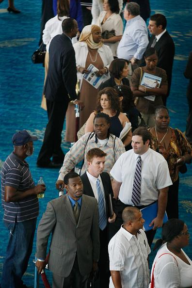Resume「Florida Residents Look For Employment At Broward County Job Fair」:写真・画像(9)[壁紙.com]