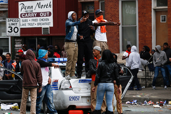 Damaged「Protests in Baltimore After Funeral Held For Baltimore Man Who Died While In Police Custody」:写真・画像(4)[壁紙.com]