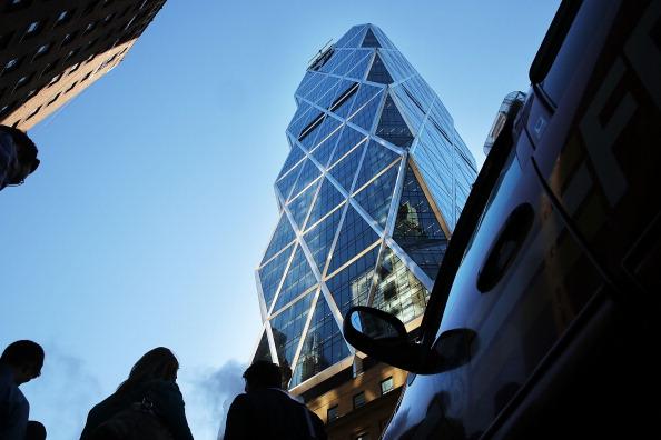 Hearst Magazine Tower「Window Washers Stuck Near Top Of Hearst Building In Manhattan」:写真・画像(0)[壁紙.com]