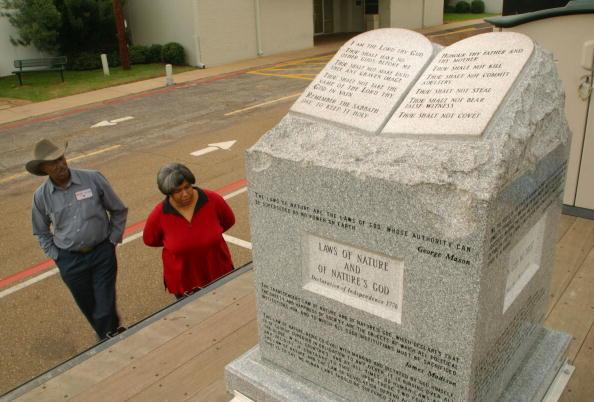 Monument「Banished Alabama Ten Commandments Hit The Road」:写真・画像(13)[壁紙.com]