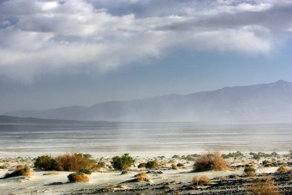 Owens River「Los Angeles Tries To Reverse Desertification Of Owens Lake」:写真・画像(1)[壁紙.com]