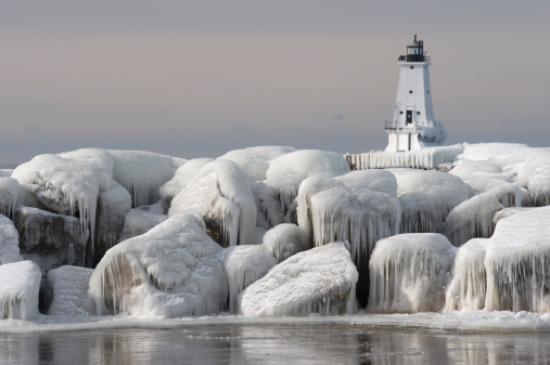Great Lakes「Great Lakes Lighthouse with ice covered rocks in foreground」:スマホ壁紙(14)