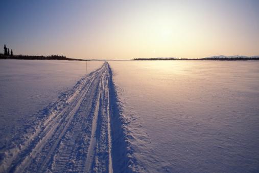 Sled「Snowmobile trail in arctic tundra.」:スマホ壁紙(14)