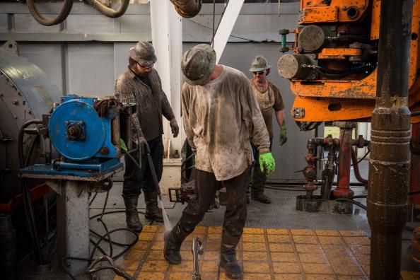 Shale「Oil Boom Shifts The Landscape Of Rural North Dakota」:写真・画像(0)[壁紙.com]