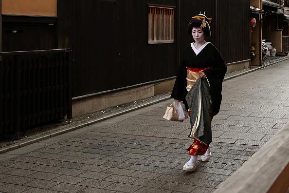 祇園甲部歌舞練場「Geiko And Maiko Celebrate New Year」:写真・画像(13)[壁紙.com]
