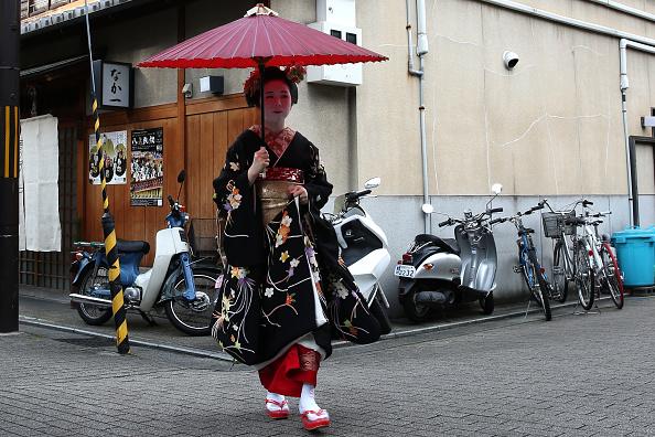 祇園甲部歌舞練場「Geiko And Maiko Celebrate New Year」:写真・画像(16)[壁紙.com]