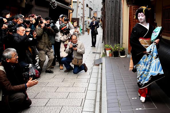 京都府「Geiko And Maiko Celebrate New Year」:写真・画像(16)[壁紙.com]
