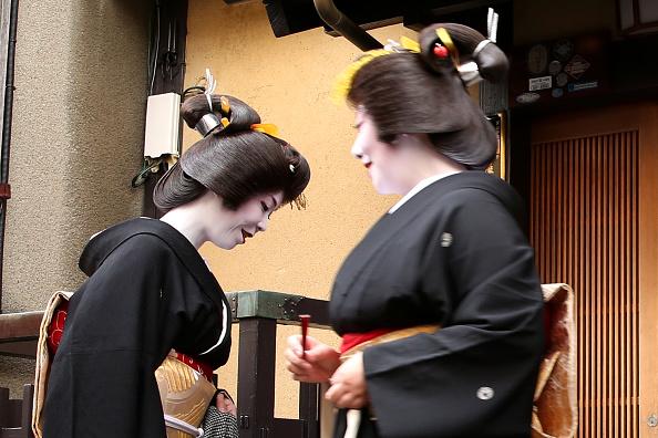 祇園甲部歌舞練場「Geiko And Maiko Celebrate New Year」:写真・画像(15)[壁紙.com]