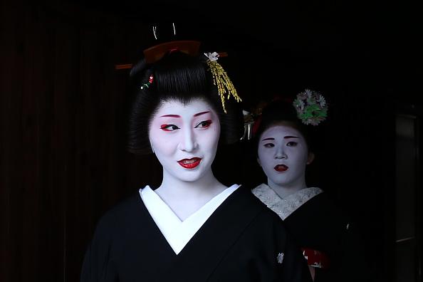 祇園甲部歌舞練場「Geiko And Maiko Celebrate New Year」:写真・画像(10)[壁紙.com]
