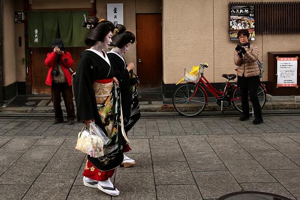 祇園甲部歌舞練場「Geiko And Maiko Celebrate New Year」:写真・画像(12)[壁紙.com]