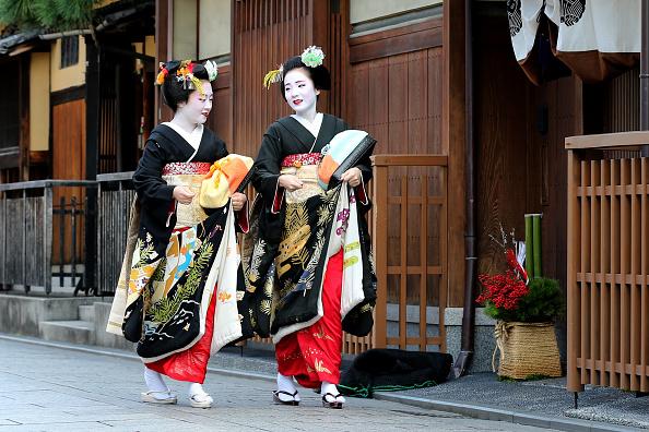 祇園甲部歌舞練場「Geiko And Maiko Celebrate New Year」:写真・画像(8)[壁紙.com]