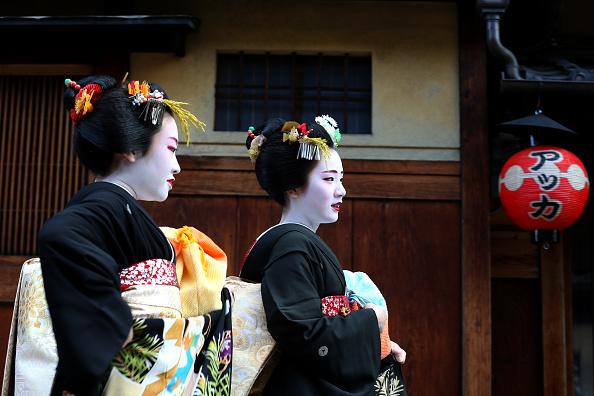 祇園甲部歌舞練場「Geiko And Maiko Celebrate New Year」:写真・画像(18)[壁紙.com]