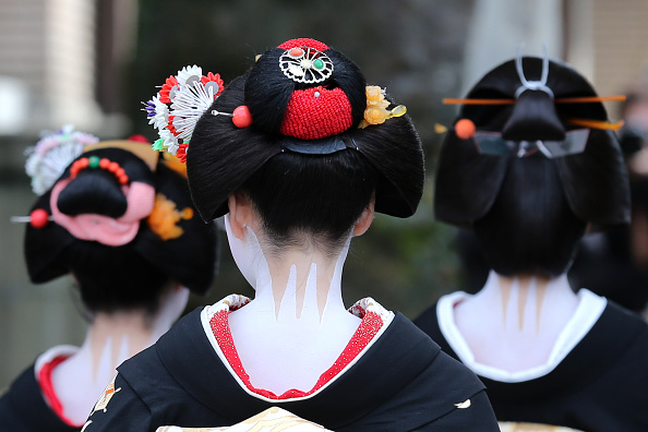 祇園甲部歌舞練場「Geiko And Maiko Celebrate New Year」:写真・画像(19)[壁紙.com]