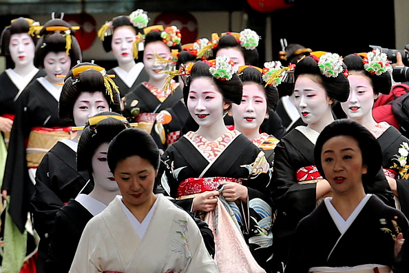 祇園甲部歌舞練場「Geiko And Maiko Celebrate New Year」:写真・画像(11)[壁紙.com]