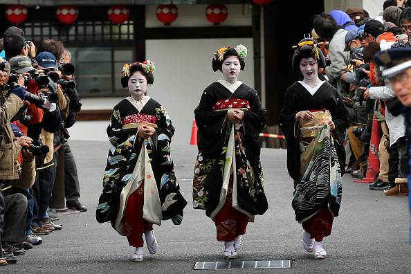 Cultures「Geiko And Maiko Celebrate New Year」:写真・画像(14)[壁紙.com]