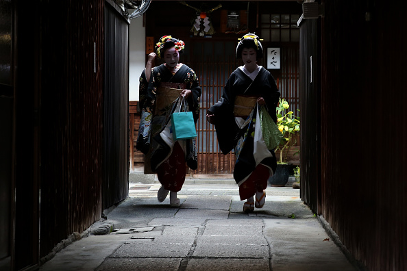 祇園甲部歌舞練場「Geiko And Maiko Celebrate New Year」:写真・画像(17)[壁紙.com]