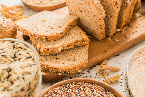 Loaf of Bread「Sliced brown bread on cutting board」:スマホ壁紙(8)