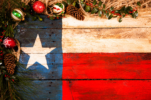 Needle - Plant Part「Texas flag, wooden. Christmas decorations, pine cones, ornaments, holly, garland.」:スマホ壁紙(8)