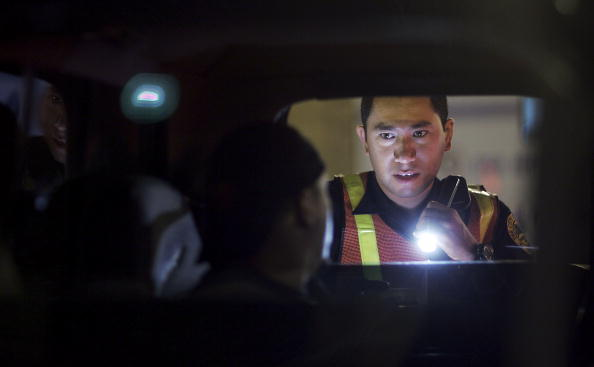 Drunk Driving「Miami Police Erect DUI Checkpoints During Holiday Season」:写真・画像(8)[壁紙.com]