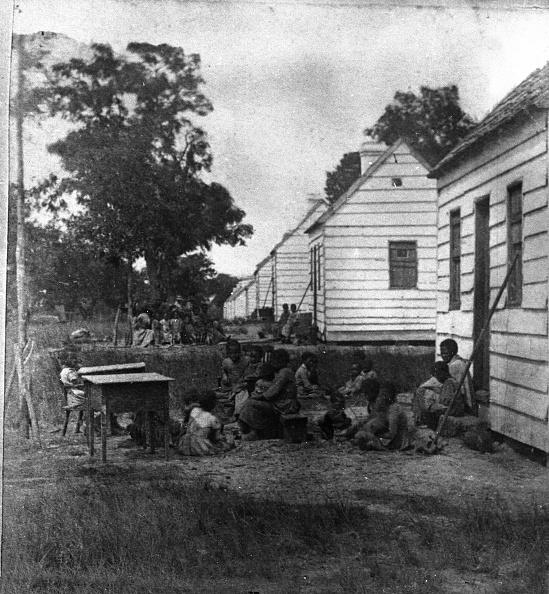 歴史「Slave Children Behind Their Shacks」:写真・画像(1)[壁紙.com]