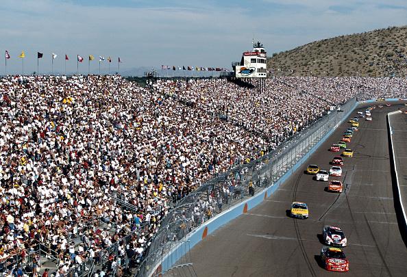 自動車「The Checker Auto Parts 500」:写真・画像(19)[壁紙.com]