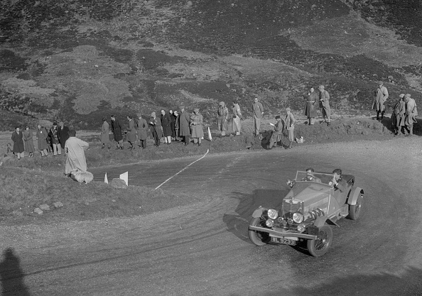 Hairpin Curve「MG 18/80 open 4-seater tourer of GM Cavendish, RSAC Scottish Rally, Devil's Elbow, Glenshee, 1934」:写真・画像(0)[壁紙.com]