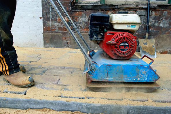 Paving Stone「Compactor machine used to levelling cobbled paving stones.」:写真・画像(9)[壁紙.com]