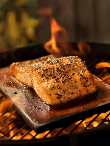 Grilled Salmon「Cedar Plank Salmon Fillet on an outdoor BBQ」:スマホ壁紙(18)