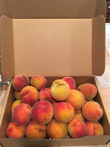 桃「Box of homegrown organic peaches」:スマホ壁紙(0)