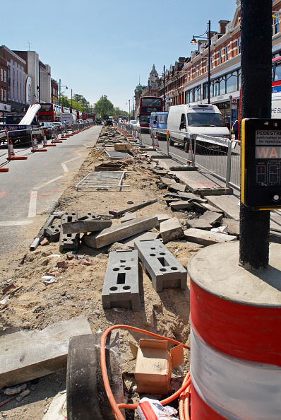 Road Marking「Repairing the central reservation area of Brixton Road, South London, UK」:写真・画像(14)[壁紙.com]